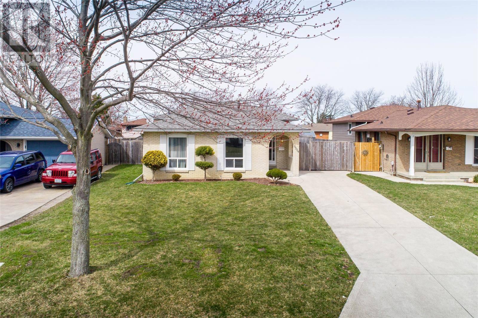House for sale at 9564 Chestnut Dr Windsor Ontario - MLS: 20003630