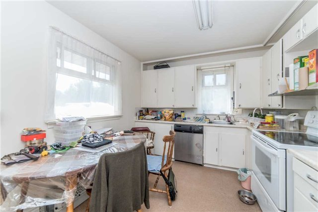 For Sale: 957 Grandview Street, Oshawa, ON | 3 Bed, 1 Bath House for $525,000. See 20 photos!