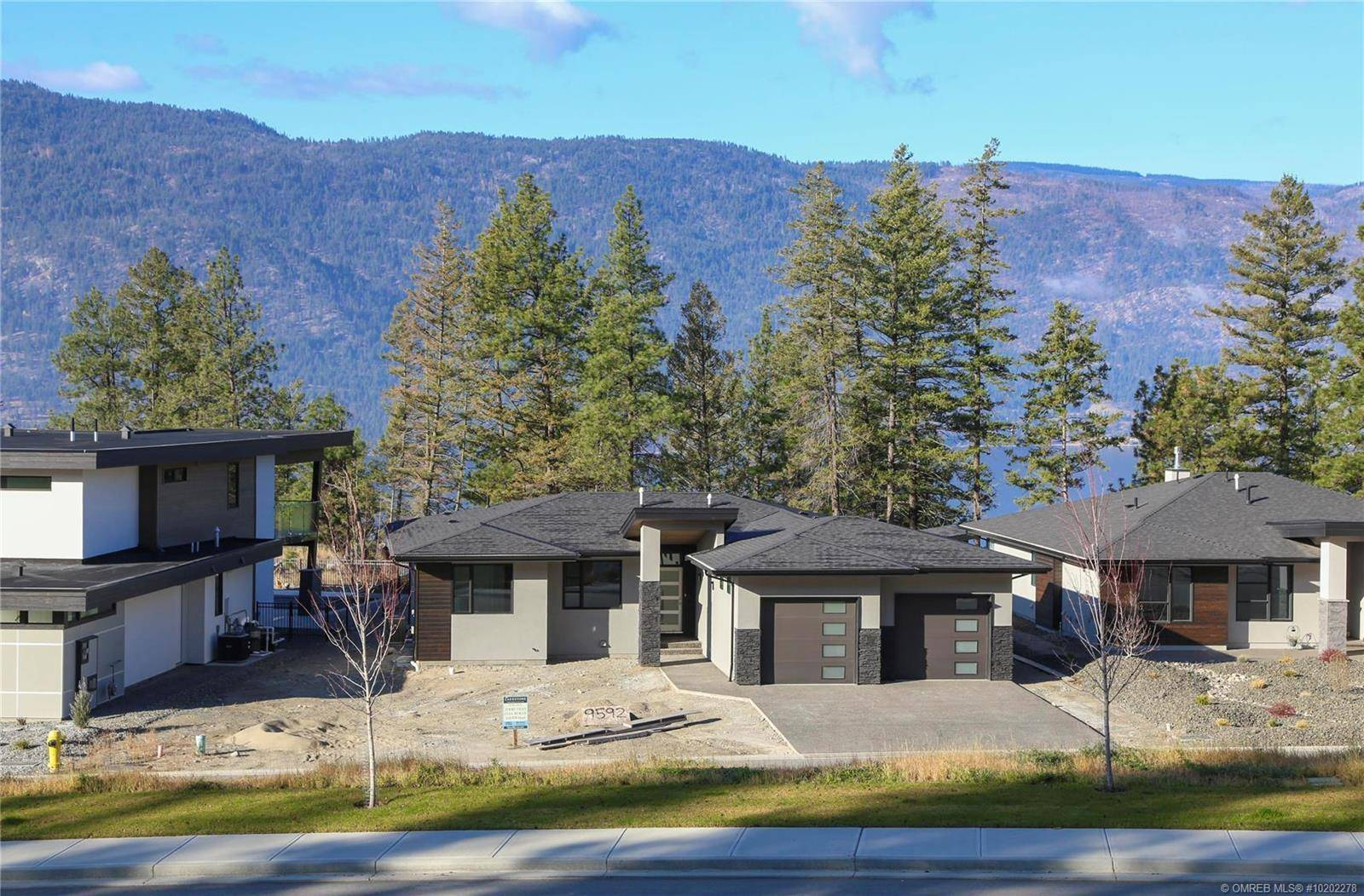 House for sale at 9592 Benchland Dr Lake Country British Columbia - MLS: 10202278