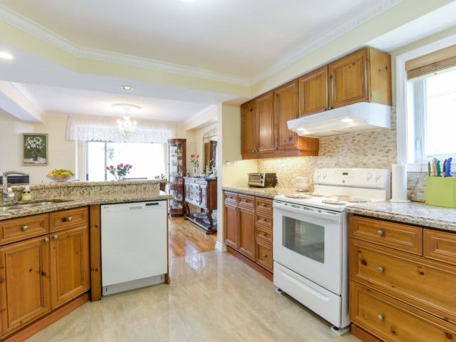 For Sale: 96 - 5480 Glen Erin Drive, Mississauga, ON | 3 Bed, 4 Bath Condo for $849,800. See 19 photos!