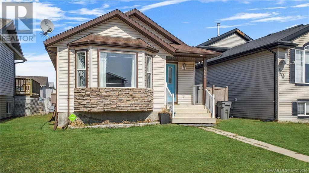 House for sale at 9006 96 Avenue Ave Unit 96 Grande Prairie Alberta - MLS: GP215024