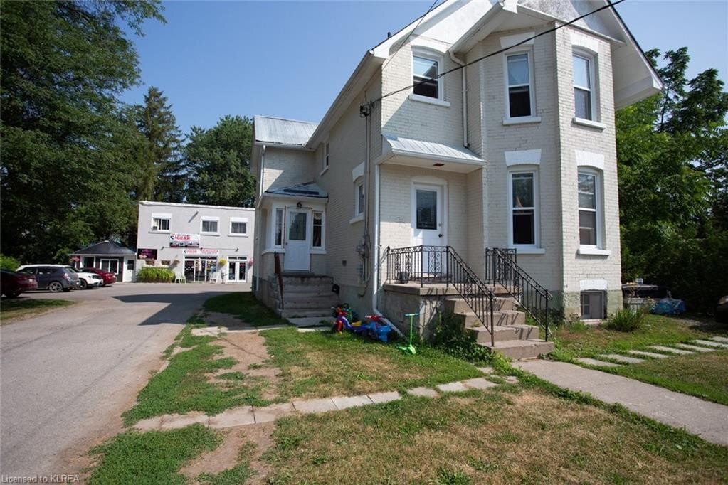 Townhouse for sale at 96 Queen St Lindsay Ontario - MLS: 275927