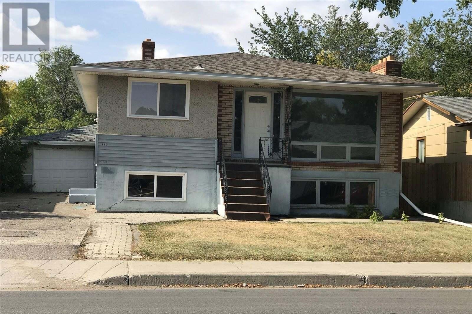 House for sale at 960 Elphinstone St Regina Saskatchewan - MLS: SK826803