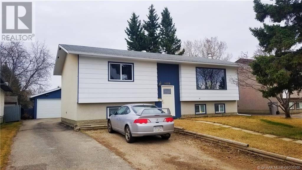 House for sale at 9619 77 Avenue Court Grande Prairie Alberta - MLS: GP215300