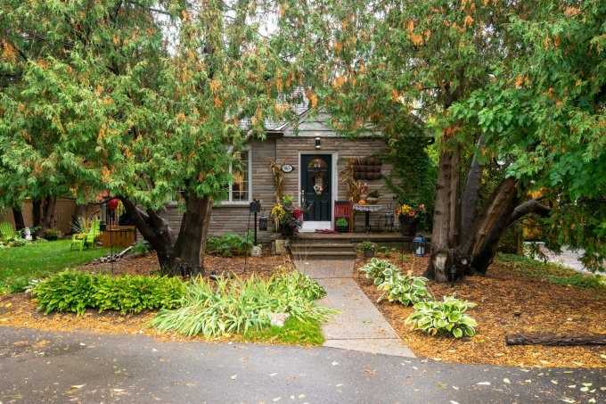 For Sale: 965 Park Avenue West, Burlington, ON | 3 Bed, 3 Bath House for $950000.00. See 40 photos!