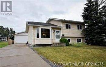 House for sale at 9715 72 Ave Grande Prairie Alberta - MLS: GP210275