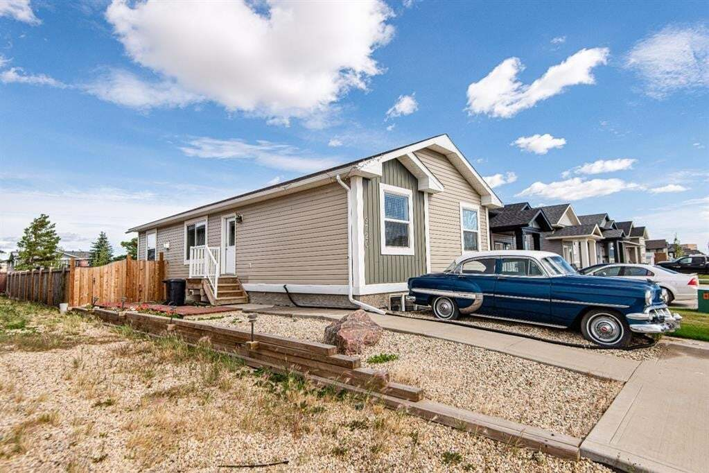 Home for sale at 9720 113 Ave Clairmont Alberta - MLS: A1001152