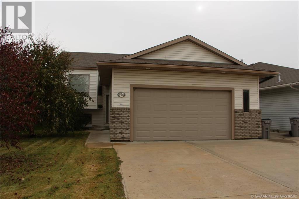 House for sale at 9725 67 Ave Grande Prairie Alberta - MLS: GP210582