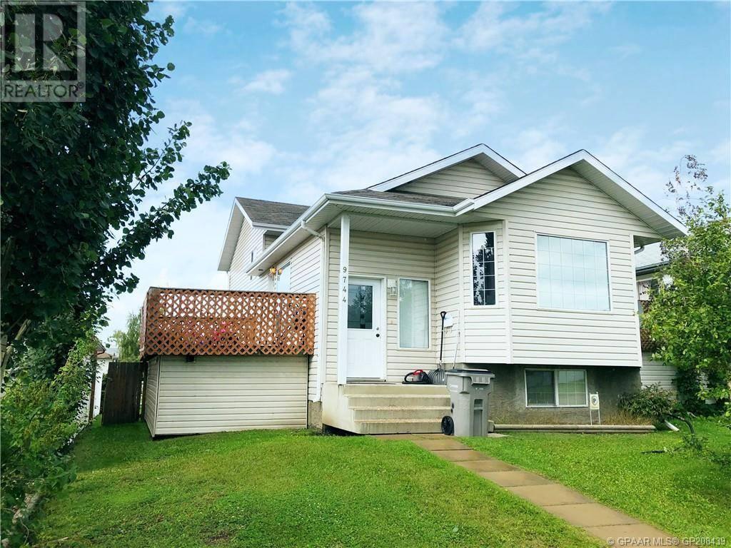 Townhouse for sale at 9744 124 Ave Grande Prairie Alberta - MLS: GP208439
