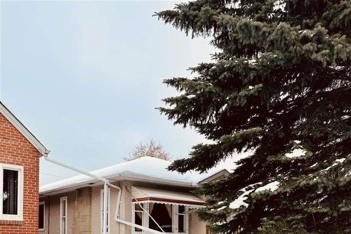 9756 73 Avenue NW, Edmonton | Image 2