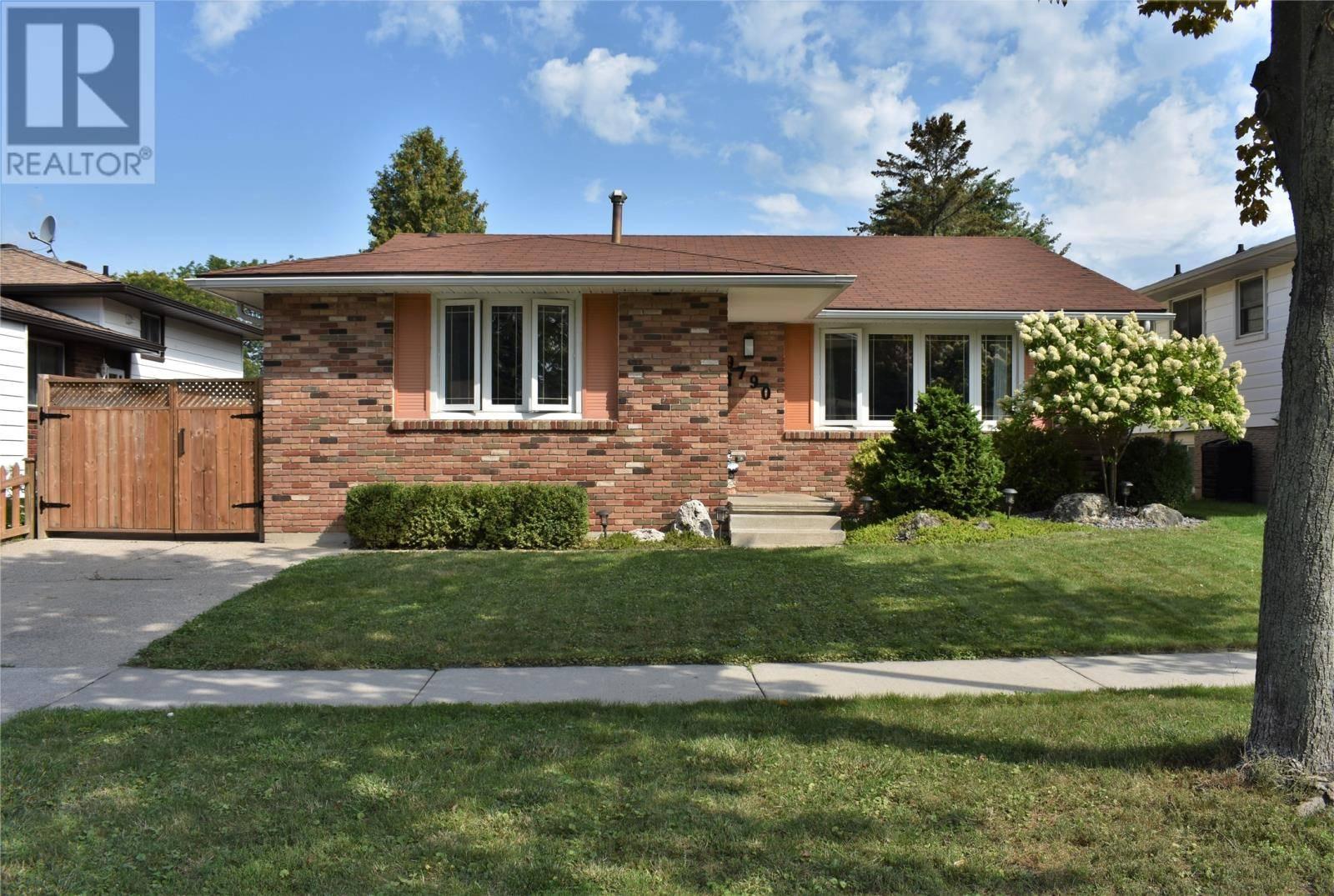 House for sale at 9790 Ridge  Windsor Ontario - MLS: 19024942