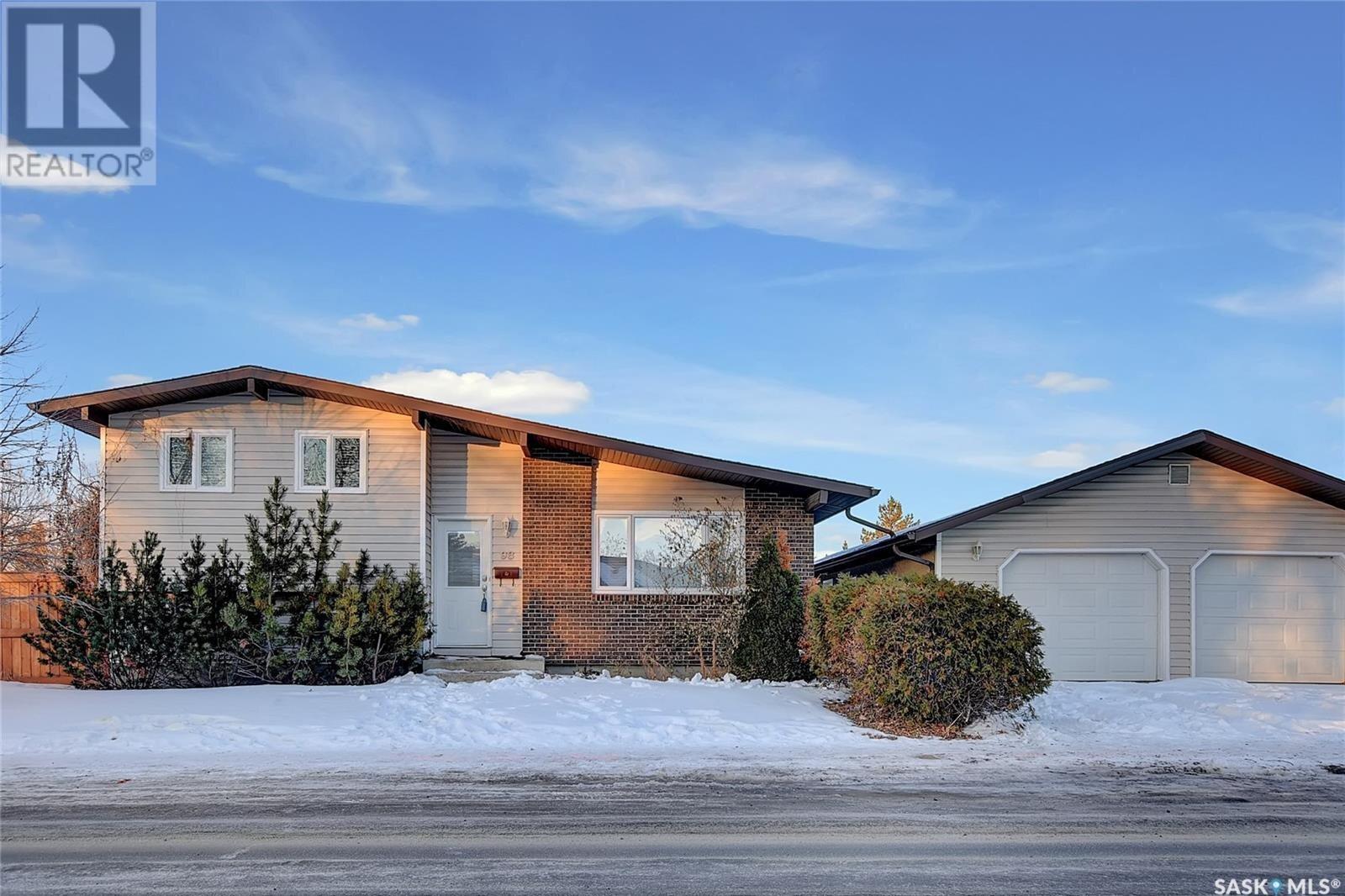 House for sale at 98 Bentley Dr Regina Saskatchewan - MLS: SK834843