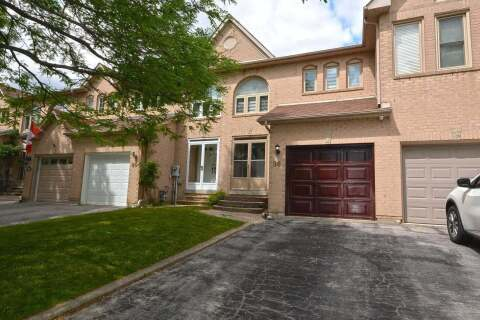 Townhouse for sale at 98 Cedarwood Cres Brampton Ontario - MLS: W4868302