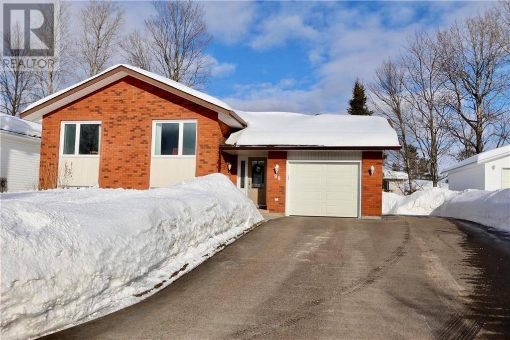 House for sale at 98 Oak Ave Petawawa Ontario - MLS: 1183006