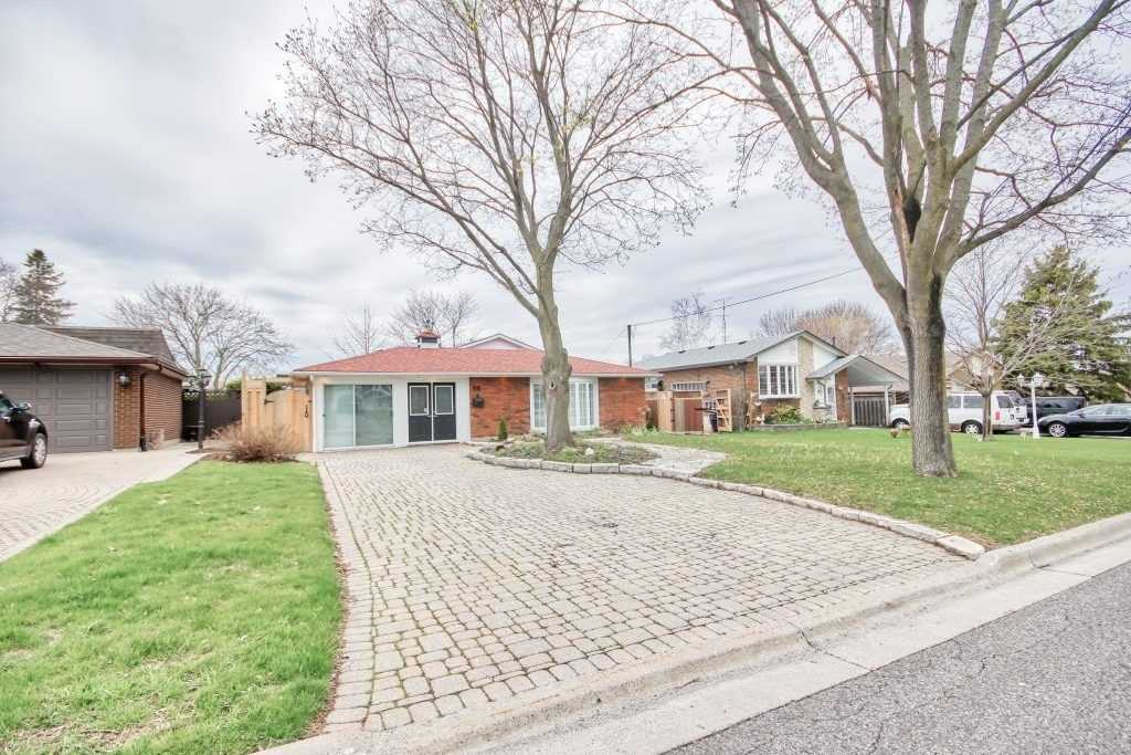 For Rent: 98 Thorncliffe Street, Oshawa, ON | 3 Bed, 2 Bath House for $1950.00. See 16 photos!