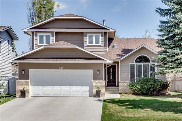 For Sale: 982 Suncastle Drive Southeast, Calgary, AB | 5 Bed, 4 Bath House for $649,900. See 51 photos!
