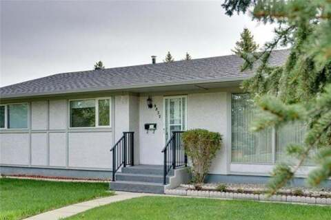 House for sale at 9832 24 St Southwest Calgary Alberta - MLS: C4297842