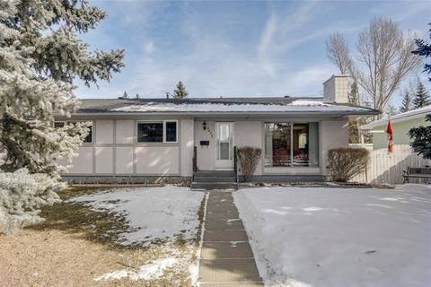 House for sale at 9832 24 St Southwest Calgary Alberta - MLS: C4290975