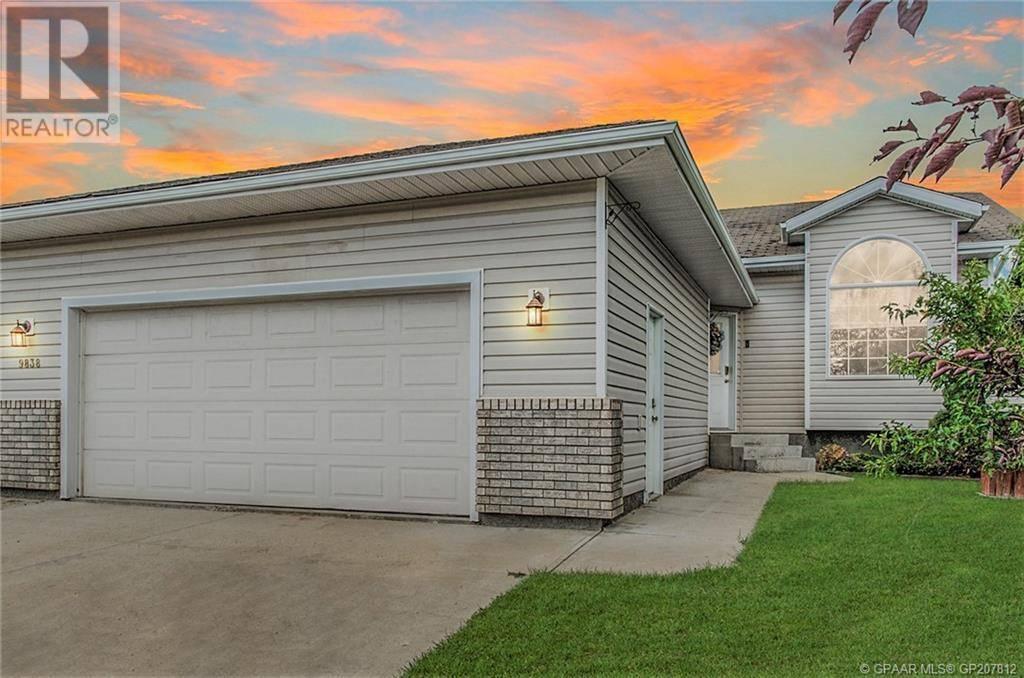 House for sale at 9838 67 Ave Grande Prairie Alberta - MLS: GP207812