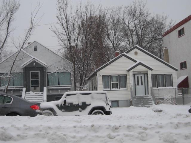 Buliding: 82 Av Nw Nw, Edmonton, AB