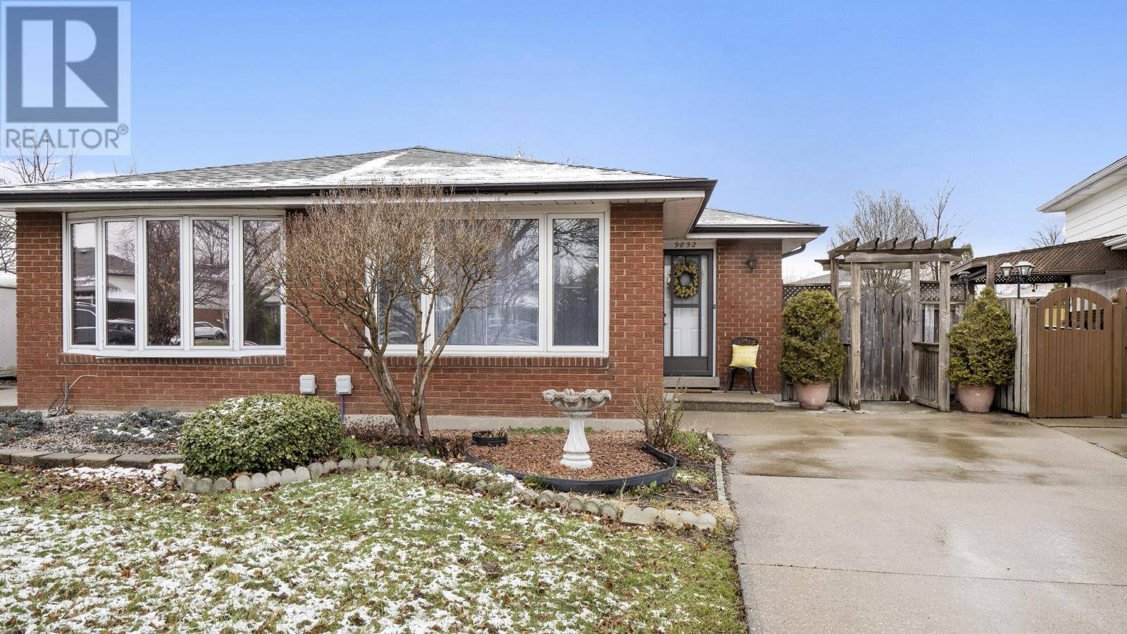 House for sale at 9852 Lynngrove Cres.  Windsor Ontario - MLS: 20003632