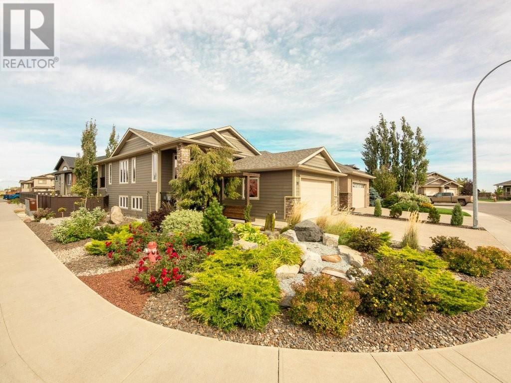 House for sale at 99 Gateway Me S Lethbridge Alberta - MLS: ld0179999