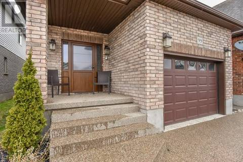 99 Hinrichs Crescent, Cambridge | Image 2