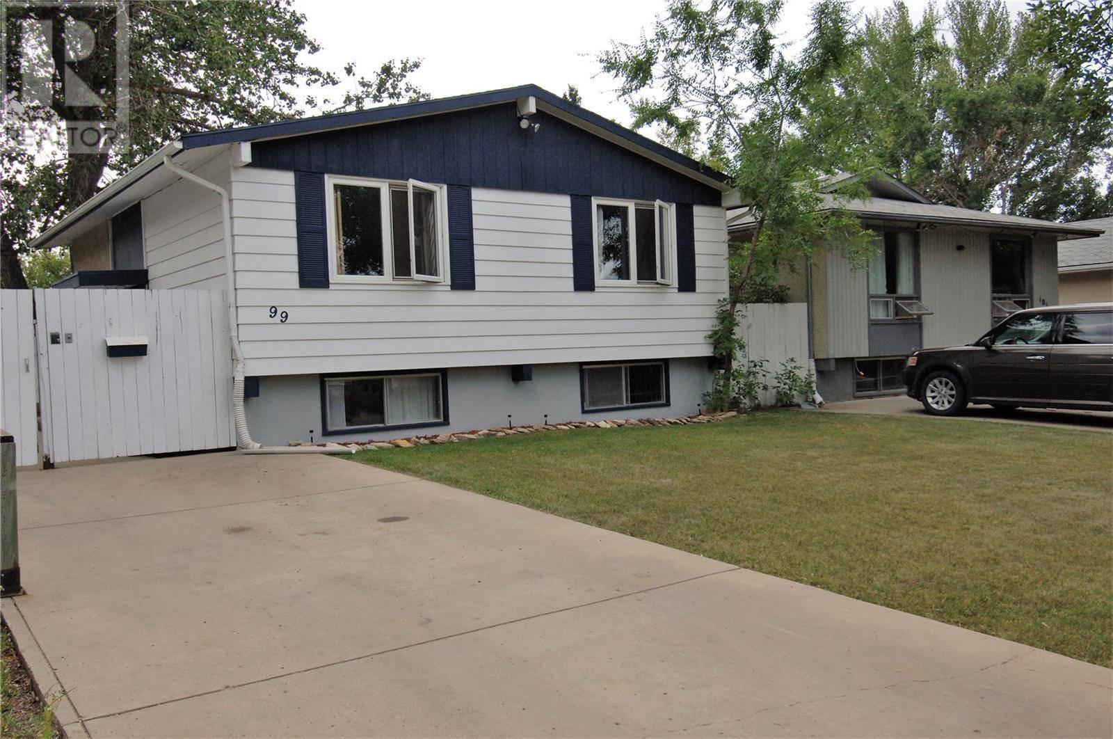 House for sale at 99 Ross Cres Saskatoon Saskatchewan - MLS: SK783920
