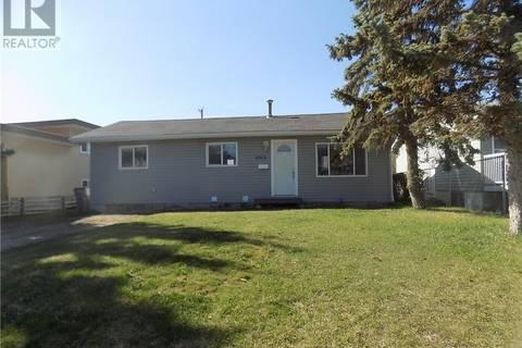 House for sale at 9913 96 Ave Grande Prairie Alberta - MLS: GP205384