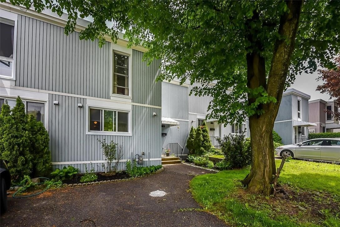 Townhouse for sale at 25 Britten Cs Unit 9A Hamilton Ontario - MLS: H4078944
