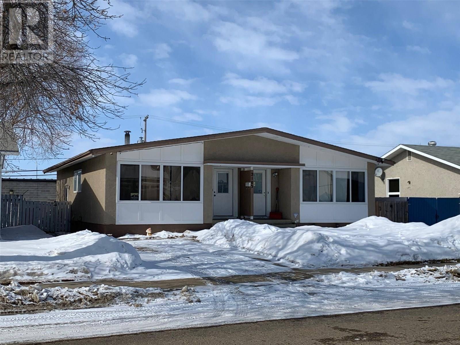 House for sale at 2103 101st St Unit A North Battleford Saskatchewan - MLS: SK803131