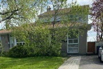 Townhouse for rent at 49 Combermere Dr Unit A Toronto Ontario - MLS: C4758153