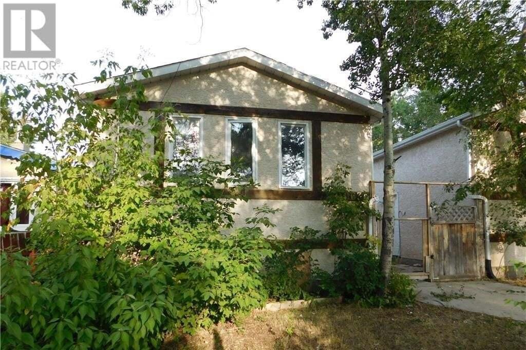 House for sale at 663 Robinson St Unit A Regina Saskatchewan - MLS: SK819107