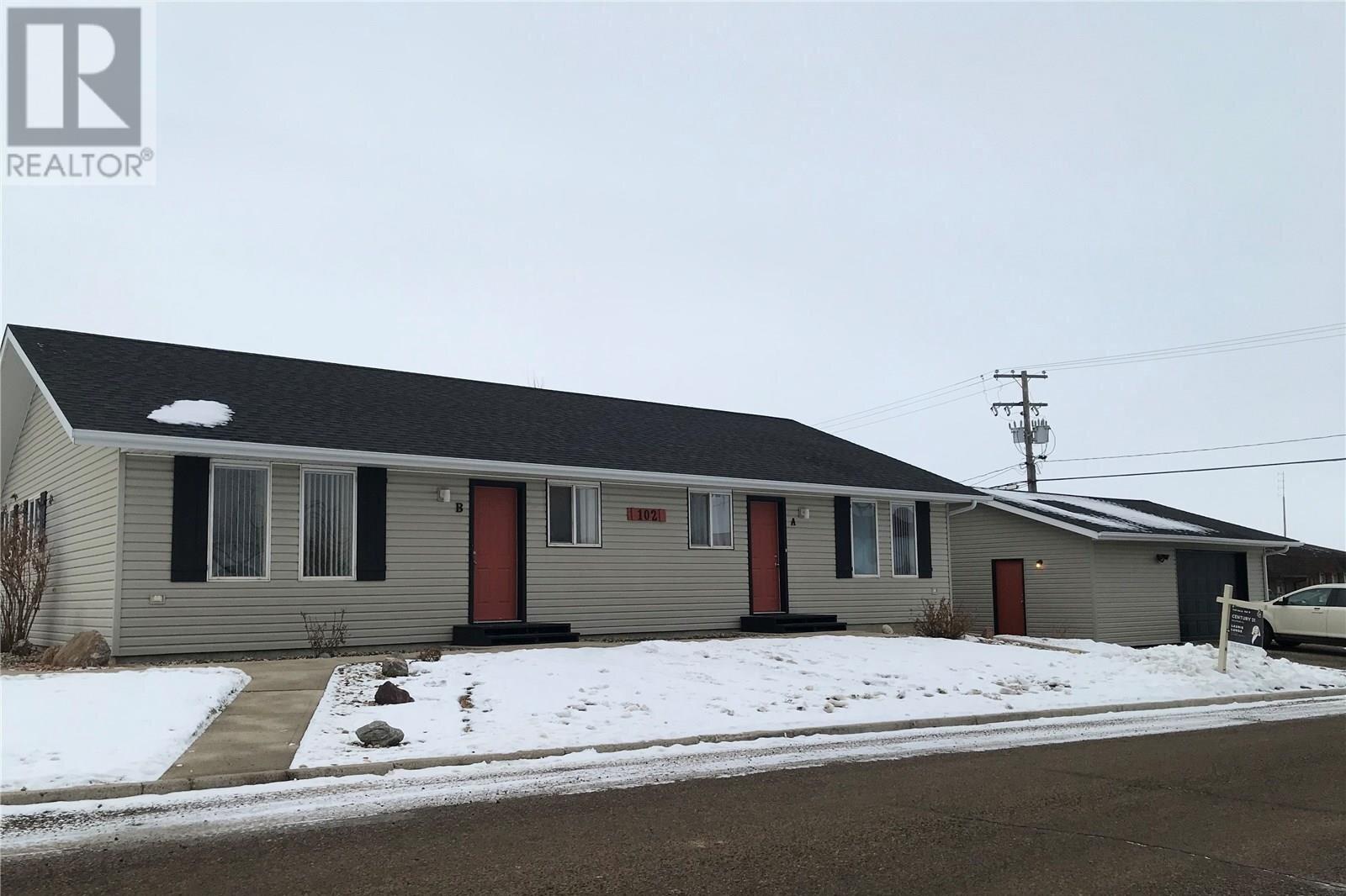 Townhouse for sale at 102 2nd St W Unit A&B Assiniboia Saskatchewan - MLS: SK826389