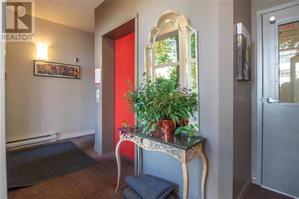 Condo for sale at  B-1741 Oak Ave Victoria British Columbia - MLS: 417057