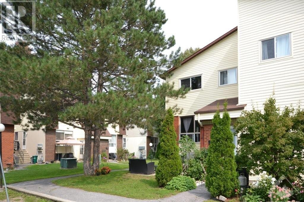 Townhouse for sale at 11 Sonnet Cres Unit C Ottawa Ontario - MLS: 1209799