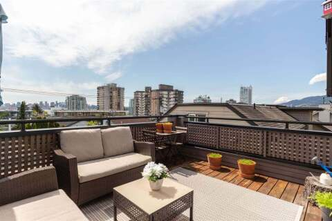 Townhouse for sale at 225 4th St E Unit C North Vancouver British Columbia - MLS: R2458920