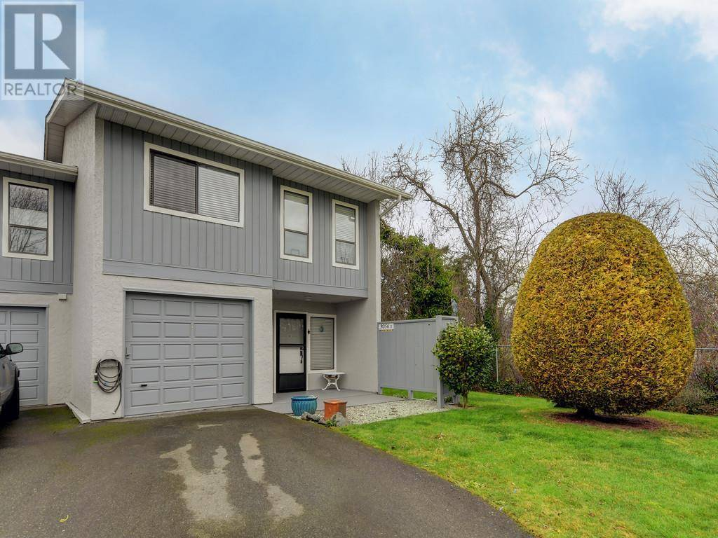 Townhouse for sale at  Washington Ave Unit D-3056 Victoria British Columbia - MLS: 421138