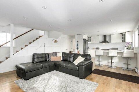House for sale at 415 Esplanade  Unit DFH#3 North Vancouver British Columbia - MLS: R2509433