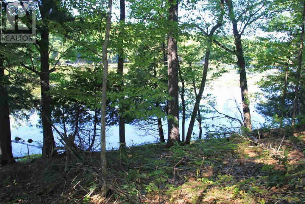 Residential property for sale at  Leisure Point Road  South Frontenac Ontario - MLS: K19005239