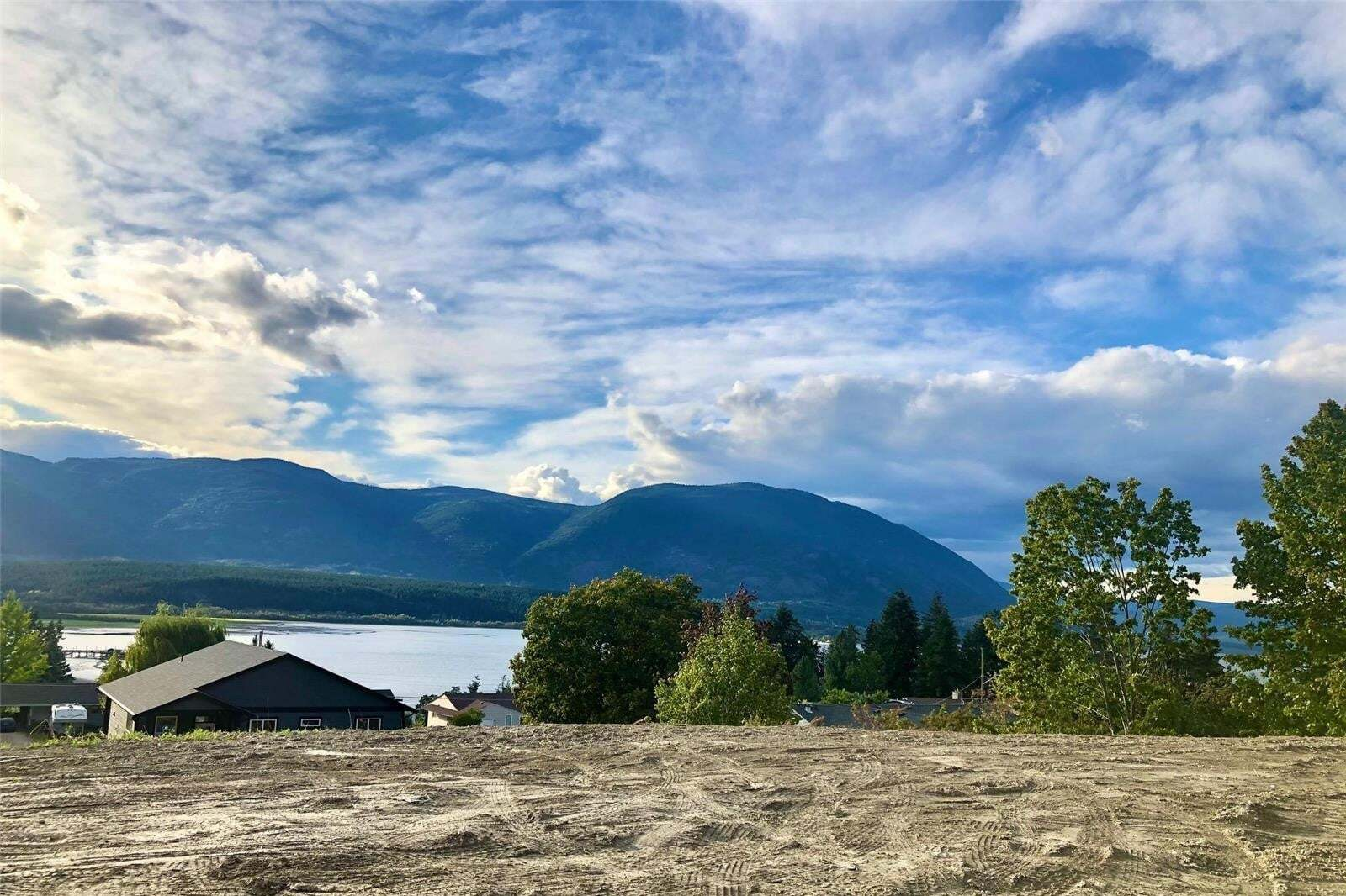 Residential property for sale at 1661 11 Ave Northeast Unit (lot 1) Salmon Arm British Columbia - MLS: 10216755