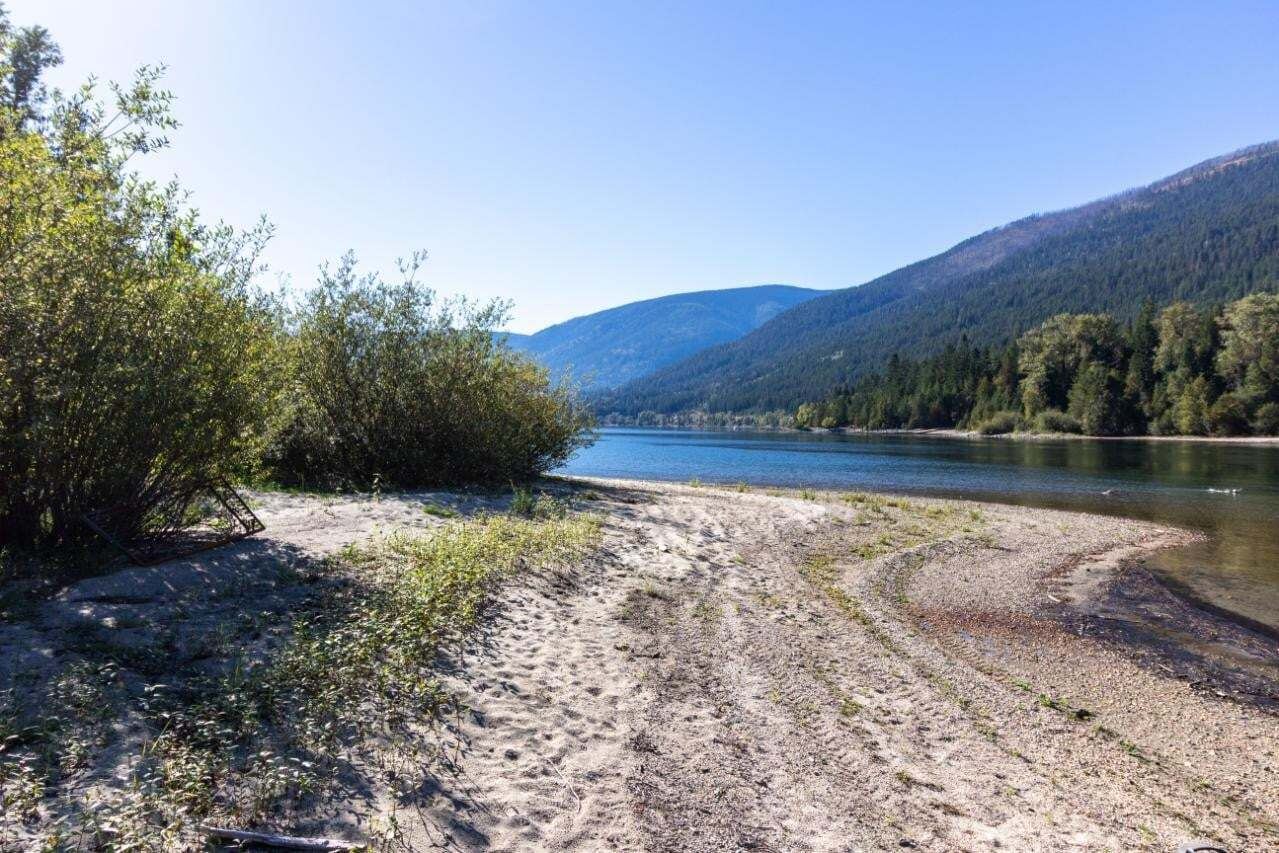 Home for sale at 4 Atbara By Unit LOT Nelson British Columbia - MLS: 2454889