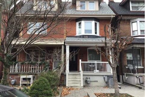 Lower - 374 Crawford Street, Toronto | Image 2