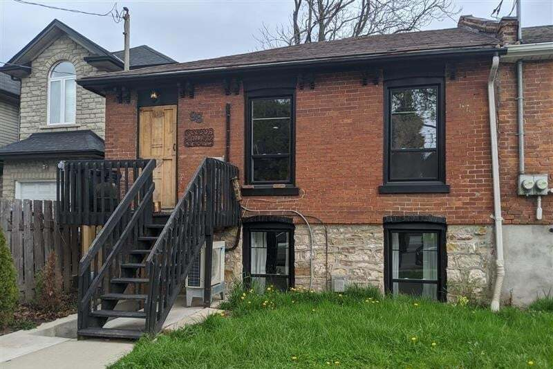 Townhouse for rent at 98 West Ave N Unit LOWER Hamilton Ontario - MLS: H4077274