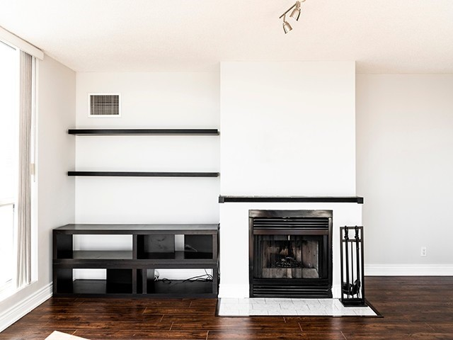 Buliding: 298 Jarvis Street, Toronto, ON