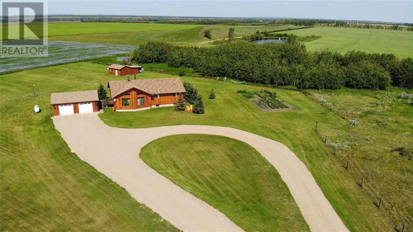 House for sale at  Moore Acreage  Langham Saskatchewan - MLS: SK767002