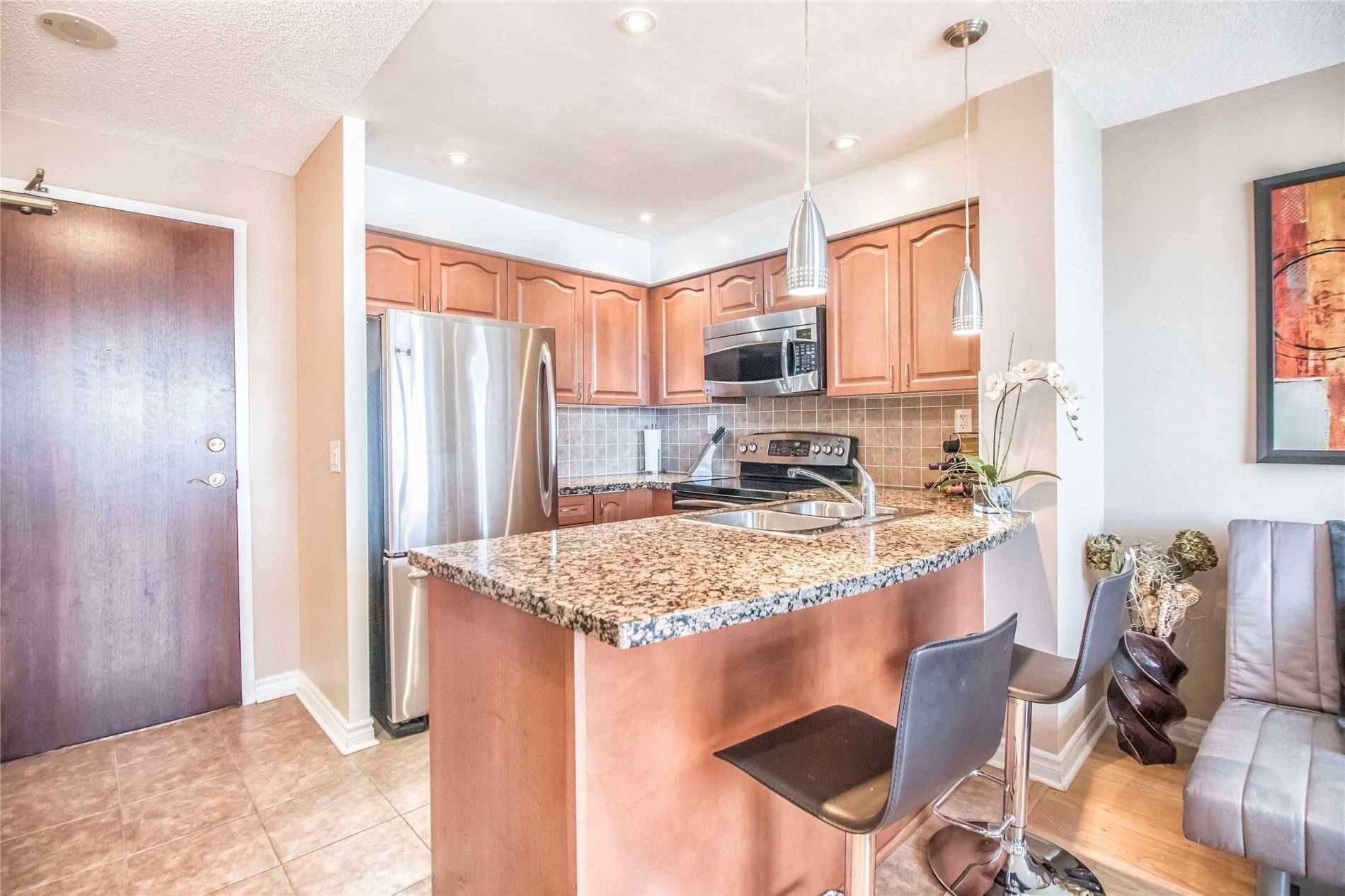 Apartment for rent at 5 Michael Power Pl Unit Ph 02 Toronto Ontario - MLS: W4672872