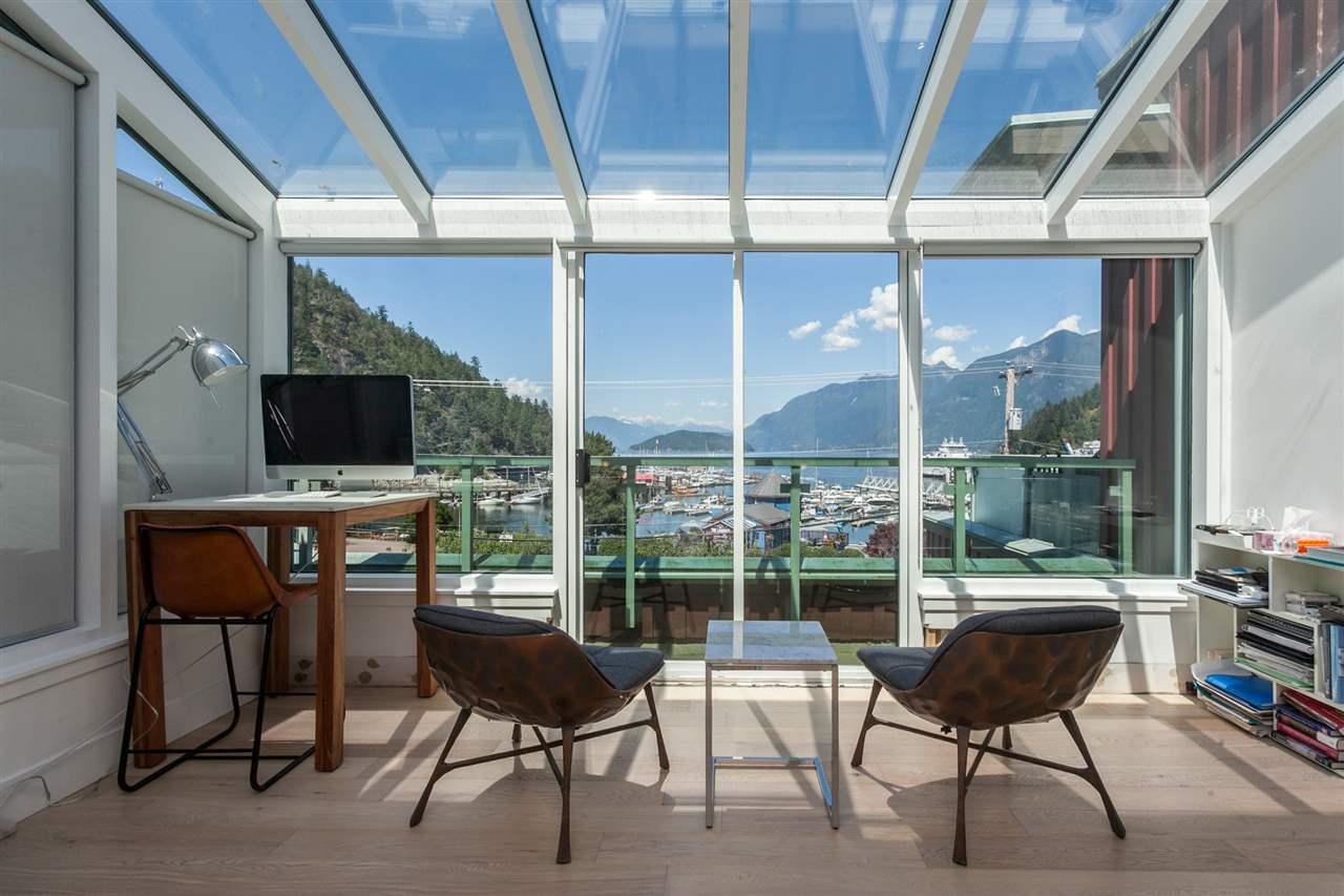 Buliding: 6688 Royal Avenue, West Vancouver, BC