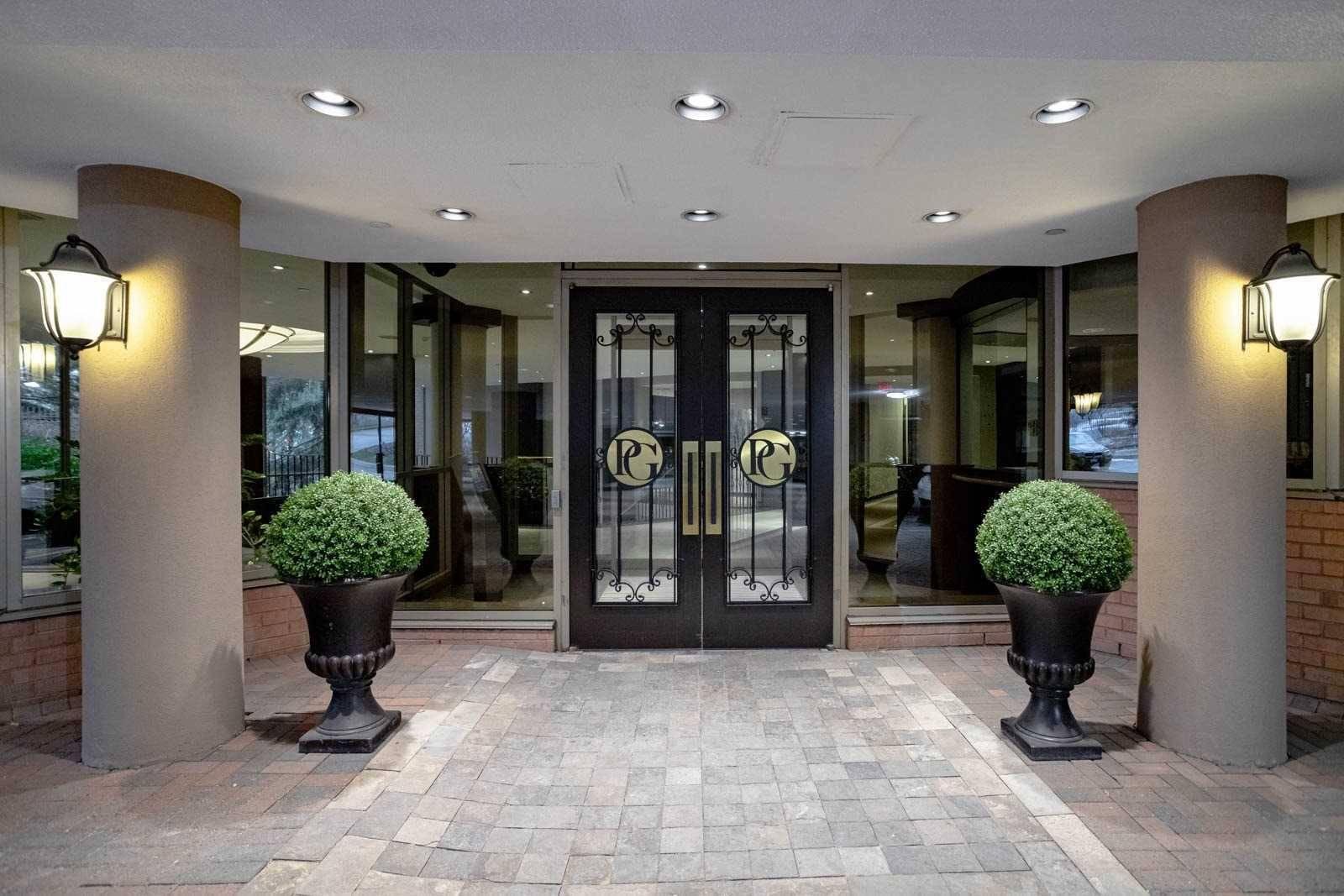 Palace Gate Condos: 3181 Bayview Avenue, Toronto, ON