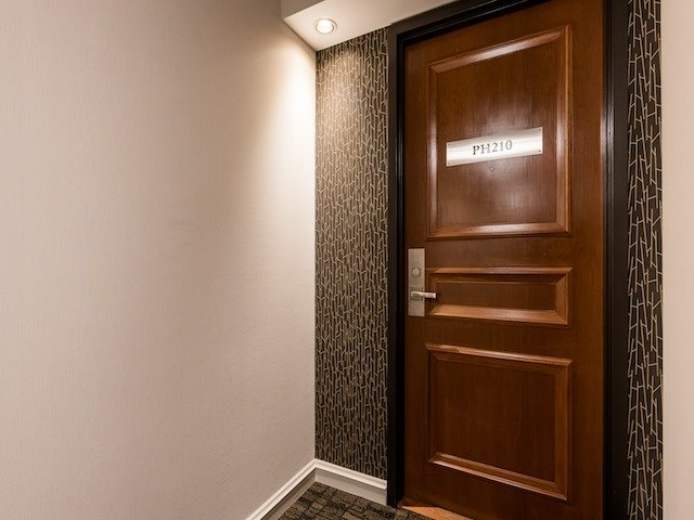 For Sale: Ph210 - 256 Doris Avenue, Toronto, ON | 3 Bed, 2 Bath Condo for $719,000. See 16 photos!